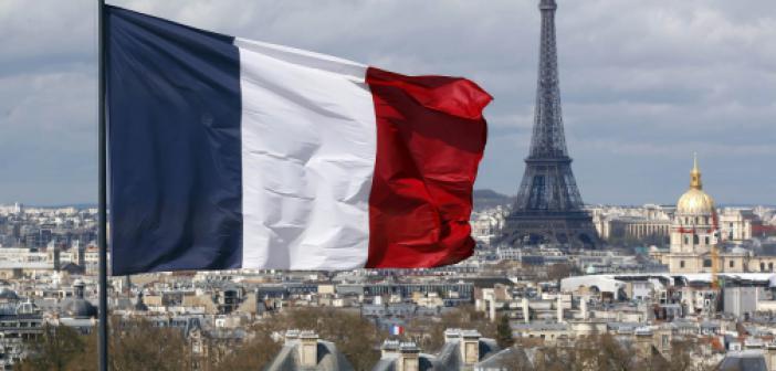 Fransa'da 18 Yaş Altındaki Kızlara Başörtüyü Yasaklama Girişimi