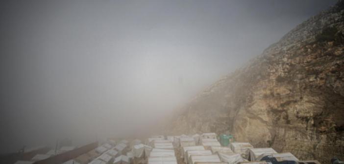 İdlib'deki Kamplarda Kar Yağışı Yerinden Edilenlerin Hayatını Zorlaştırdı