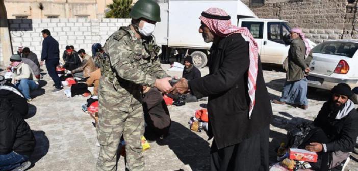 Mehmetçik, Barış Pınarı Bölgesinde İhtiyaç Sahiplerine Gıda Yardımı Yaptı