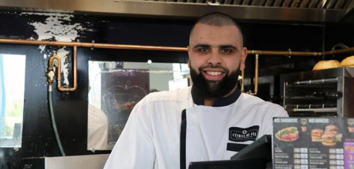 Müslüman Restoran Sahibi, Fransız Öğrencilere Ücretsiz Yemek Veriyor