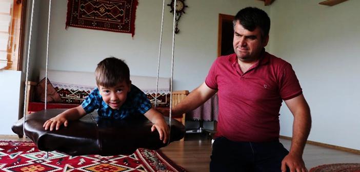 Kastamonulu Baba 3,5 Yaşındaki Engelli Oğlu İçin Evinde 'Rehabilitasyon Merkezi' Oluşturdu