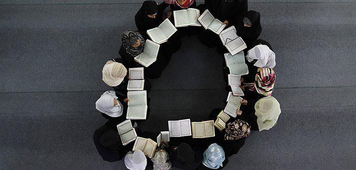 https://www.islamveihsan.com/wp-content/uploads/2021/07/yasin-suresi-67-ayet-meali-arapca-yazilisi-anlami-ve-tefsiri.jpg