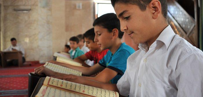 https://www.islamveihsan.com/wp-content/uploads/2021/09/hakka-suresi-13-ayet-meali-arapca-yazilisi-anlami-ve-tefsiri.jpg