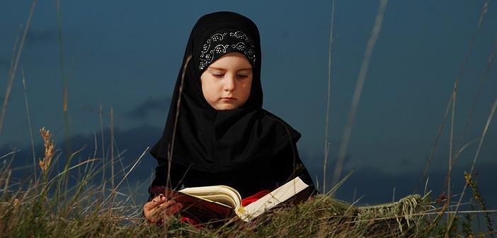 https://www.islamveihsan.com/wp-content/uploads/2021/09/kalem-suresi-30-ayet-meali-arapca-yazilisi-anlami-ve-tefsiri.jpg