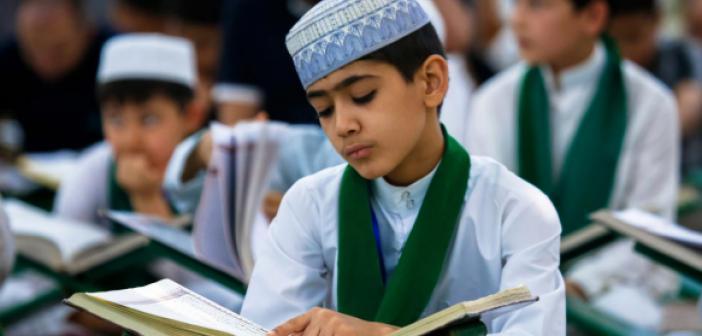 """""""Kur'an'ı Hâfızanızda Korumaya Özen Gösteriniz"""" Hadisi"""